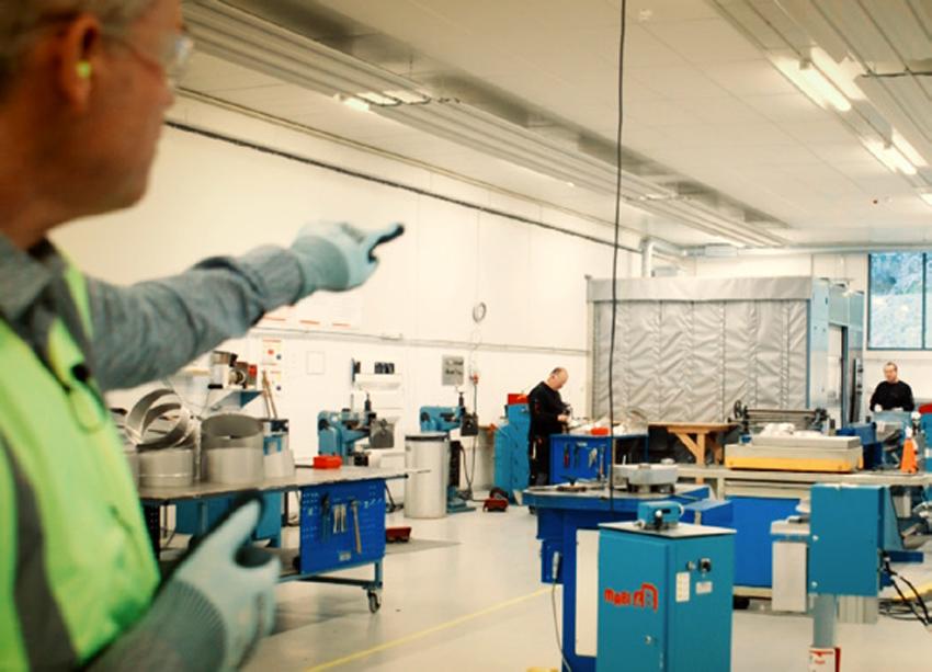 bilde av ansatte ved verkstedet hos Kaefer energy